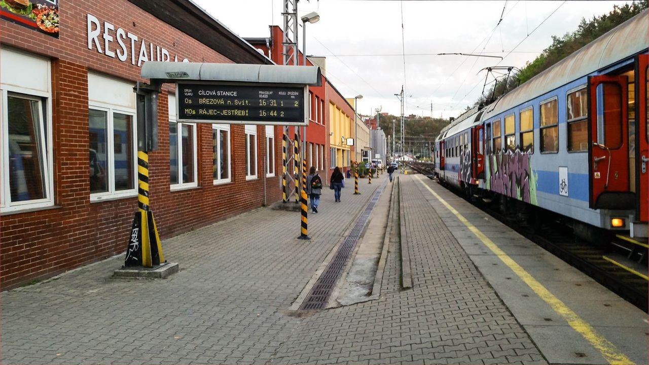Osobní vlak od Brna u I.nástupiště