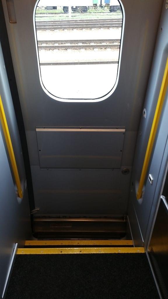 Dveře a schůdky ve vlaku Pendolino