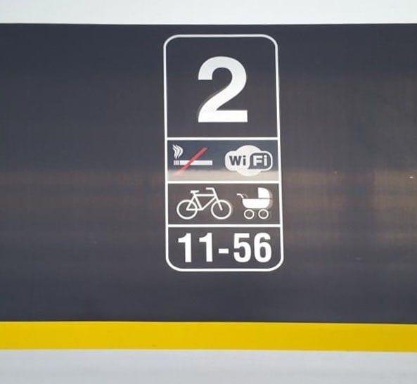 Piktogram kola a kočárku na voze č. 4