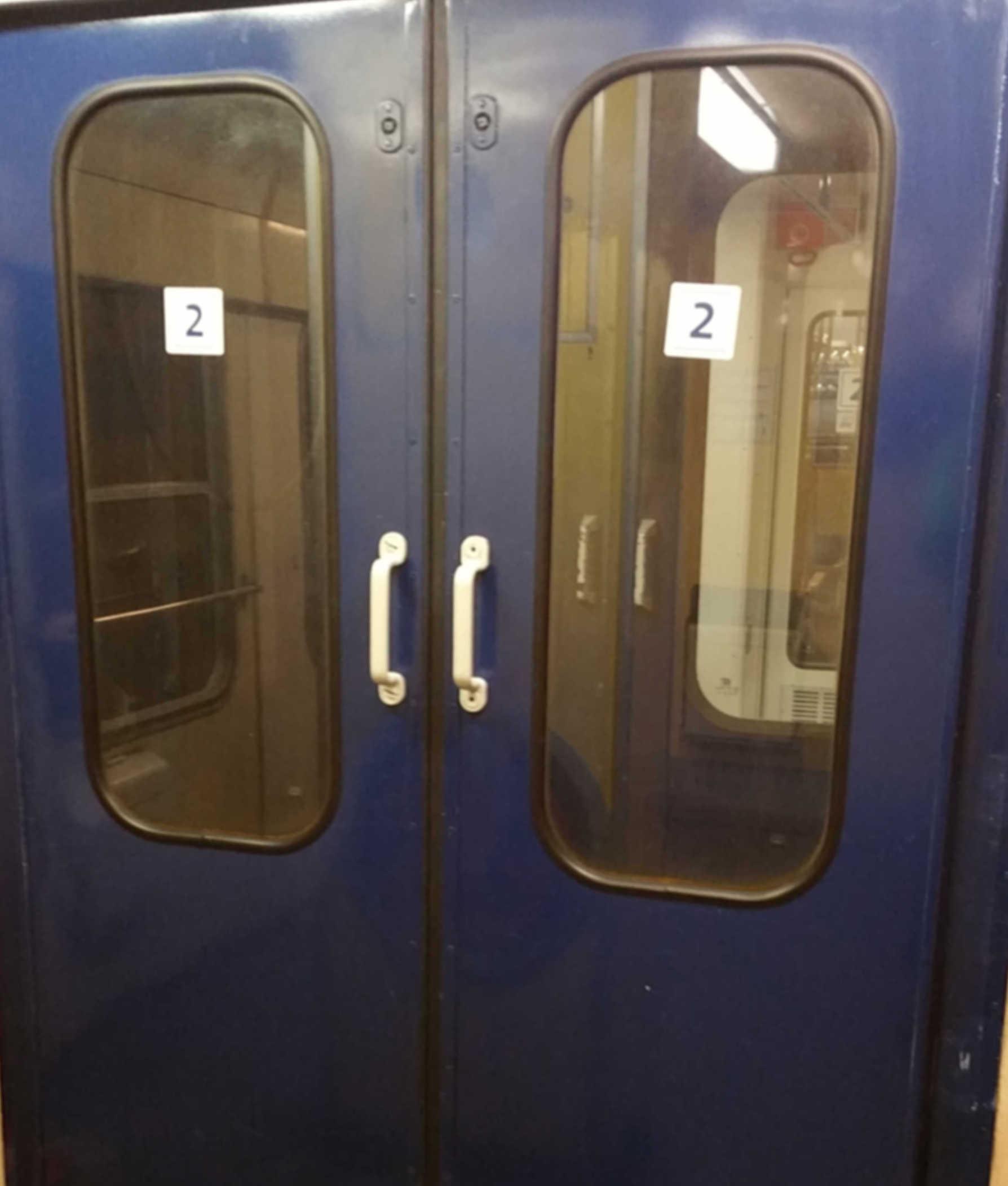 Vůz Bd 264, dveře do dalšího vozu