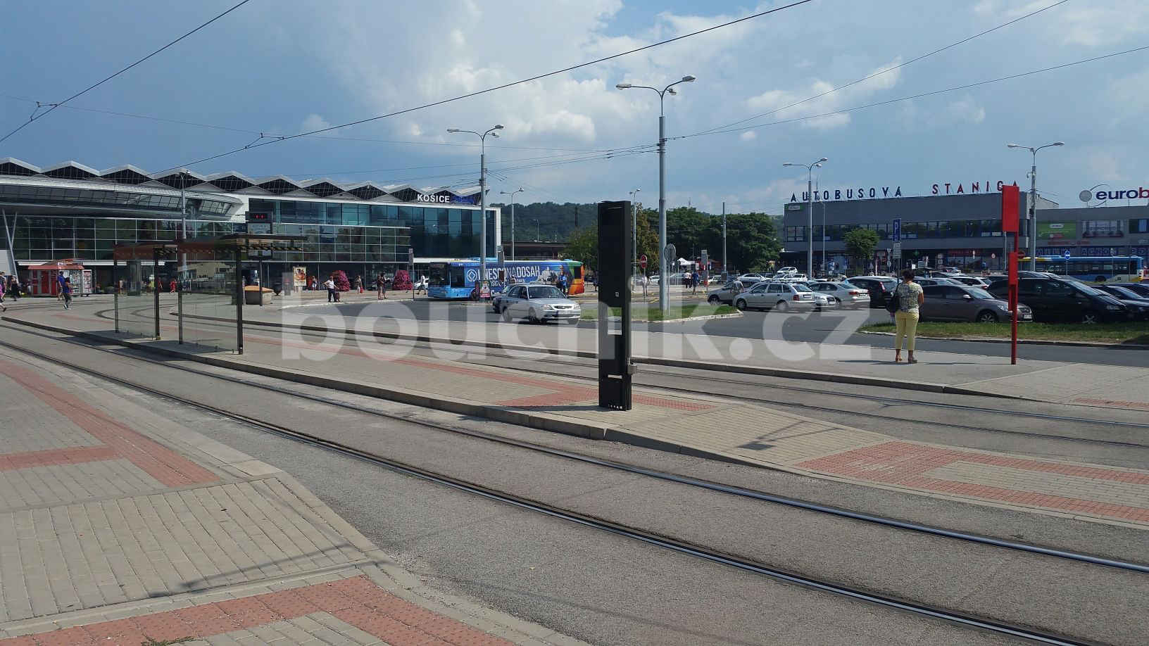 Přednádražní plocha před nádražím v Košicích