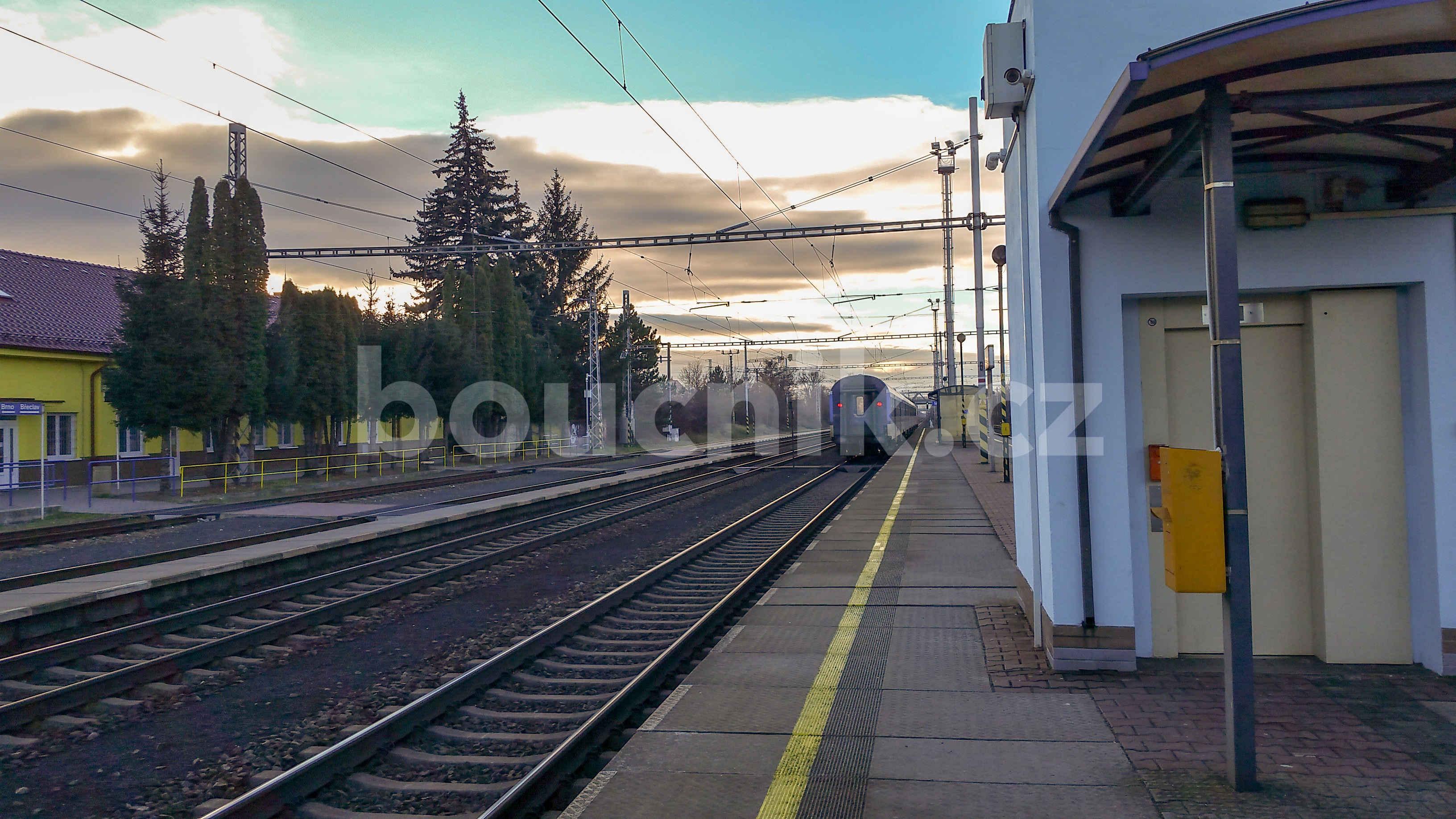 Pohled ze 3.nástupiště na nádraží v Modřicích