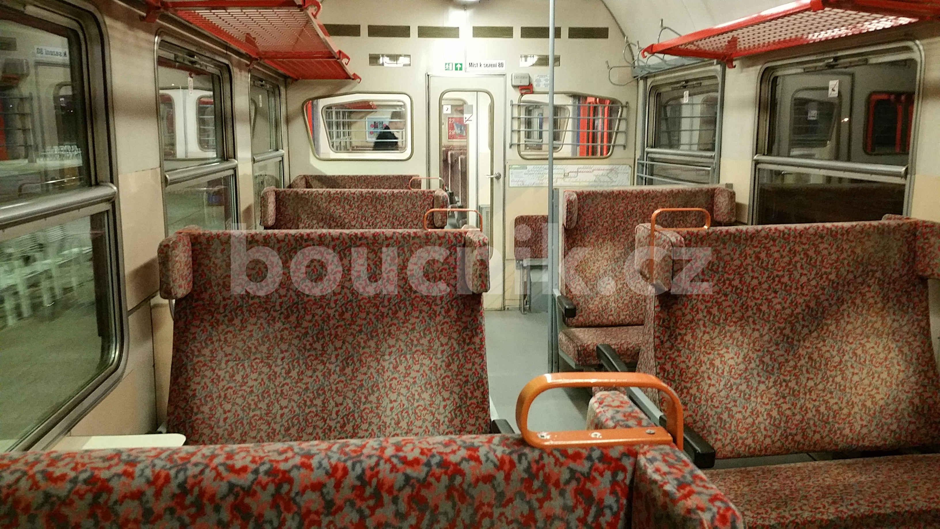 Uvnitř vlaku Pantograf 560 - 060