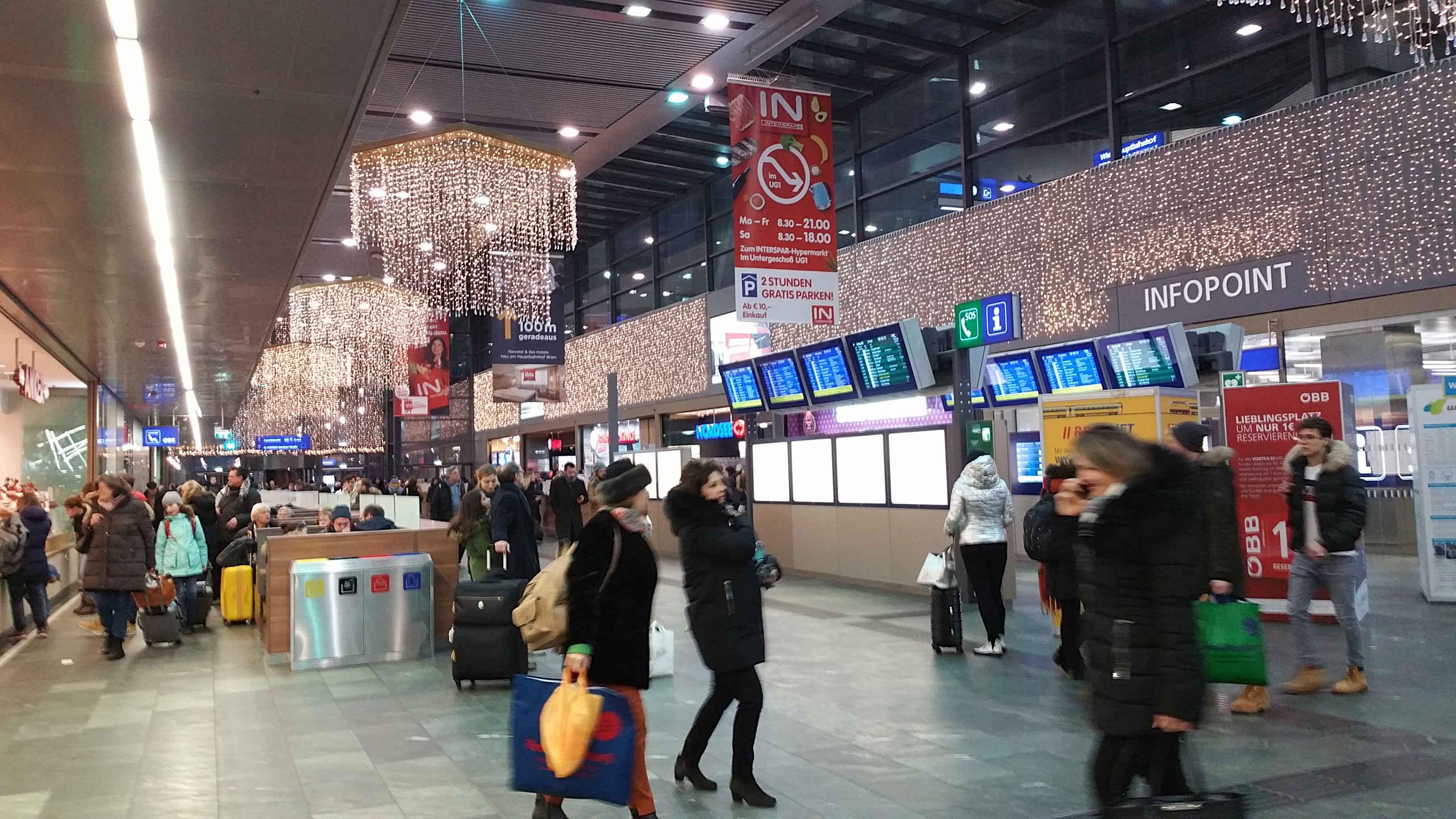 Pouliční osvětlení na nádraží ve Vídni