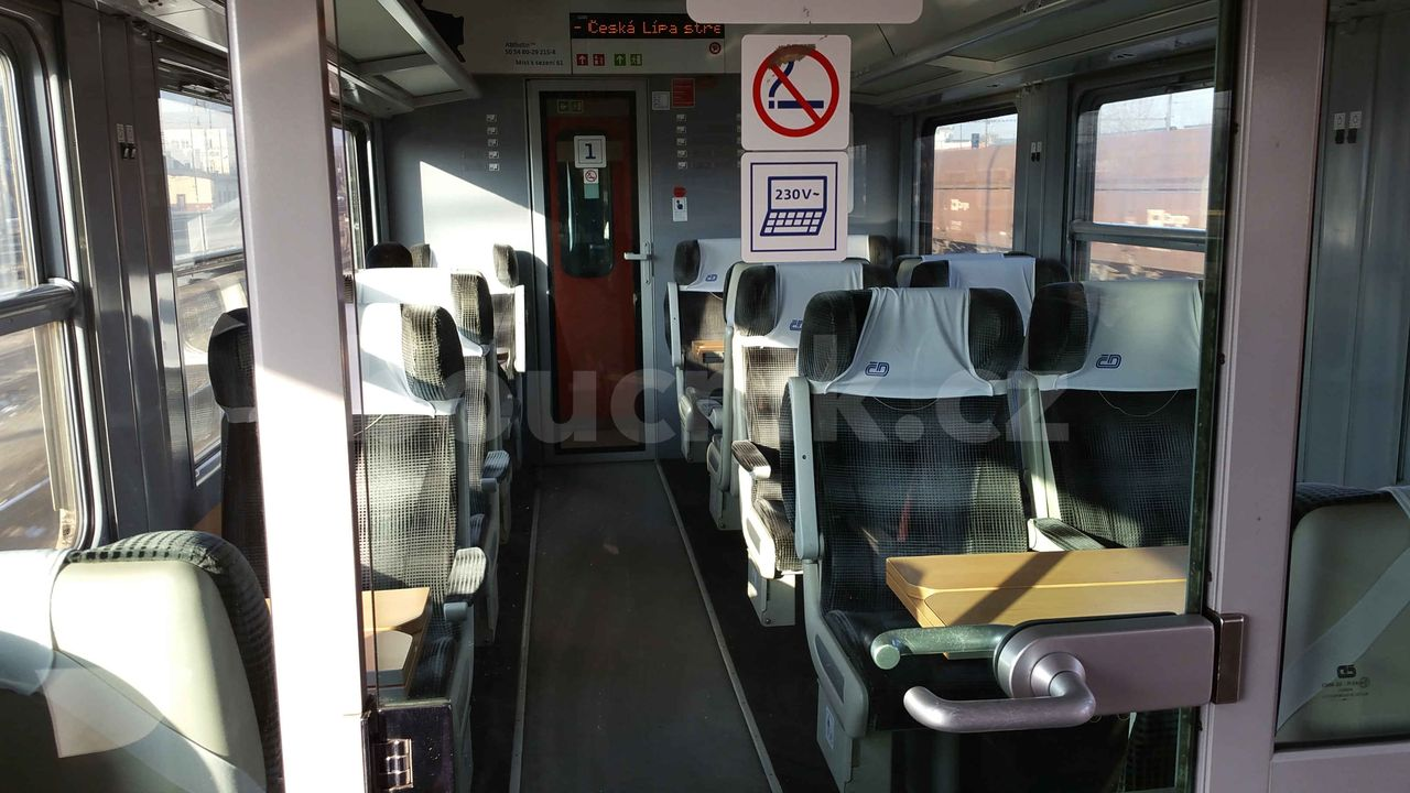 1.třída ve voze ABfbrdtn 795