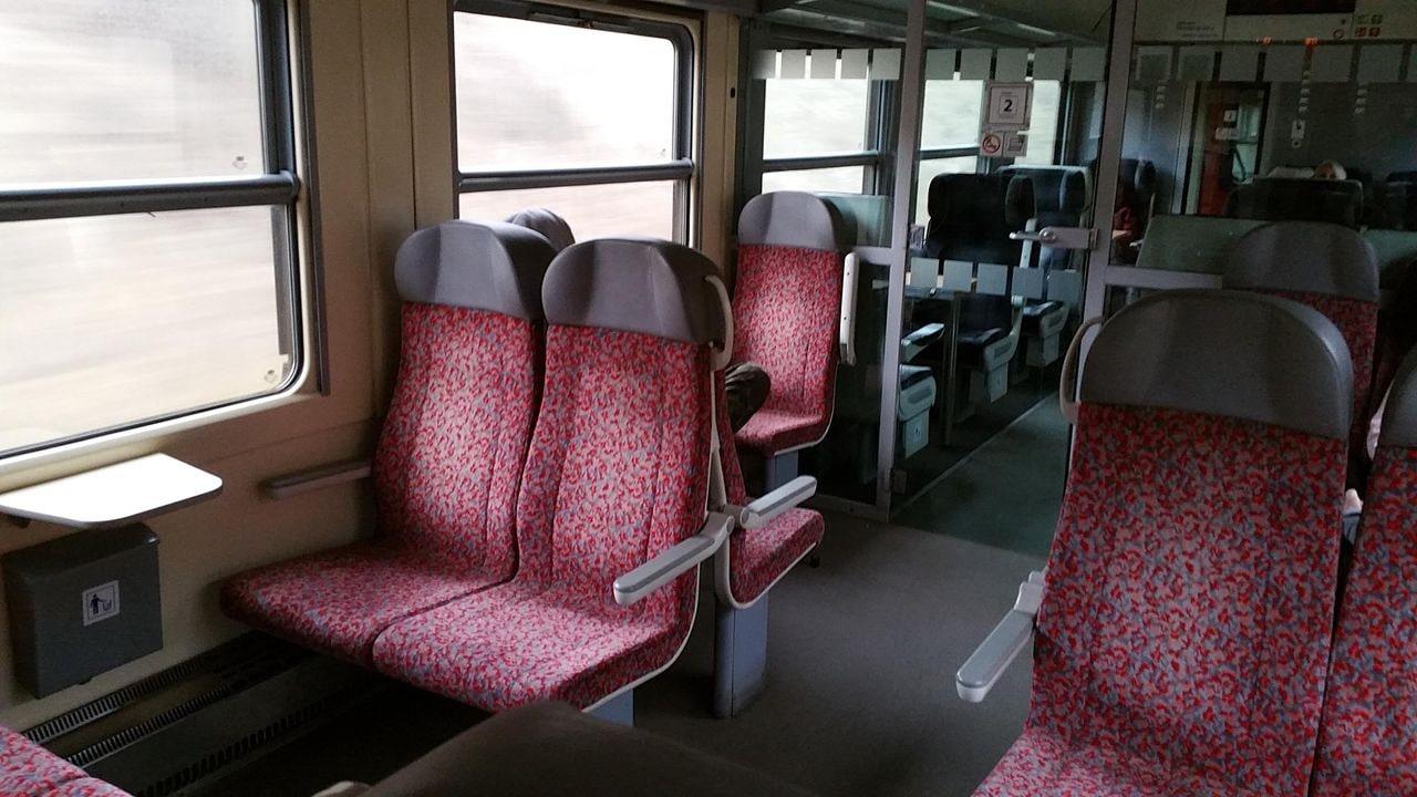 2.třída ve voze ABfbrdtn 795