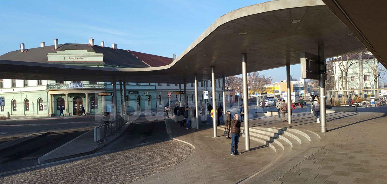 Před nádražím v Kolíně