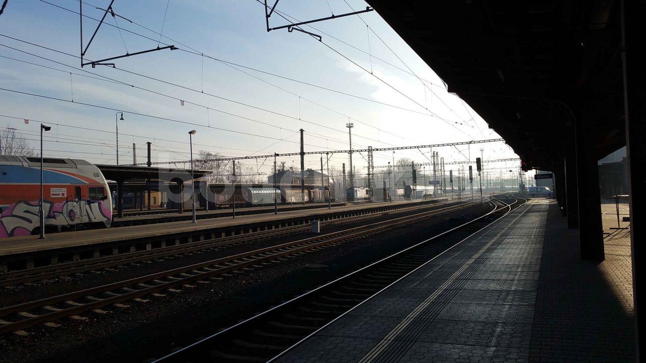 Nástupiště na nádraží v Kolíně
