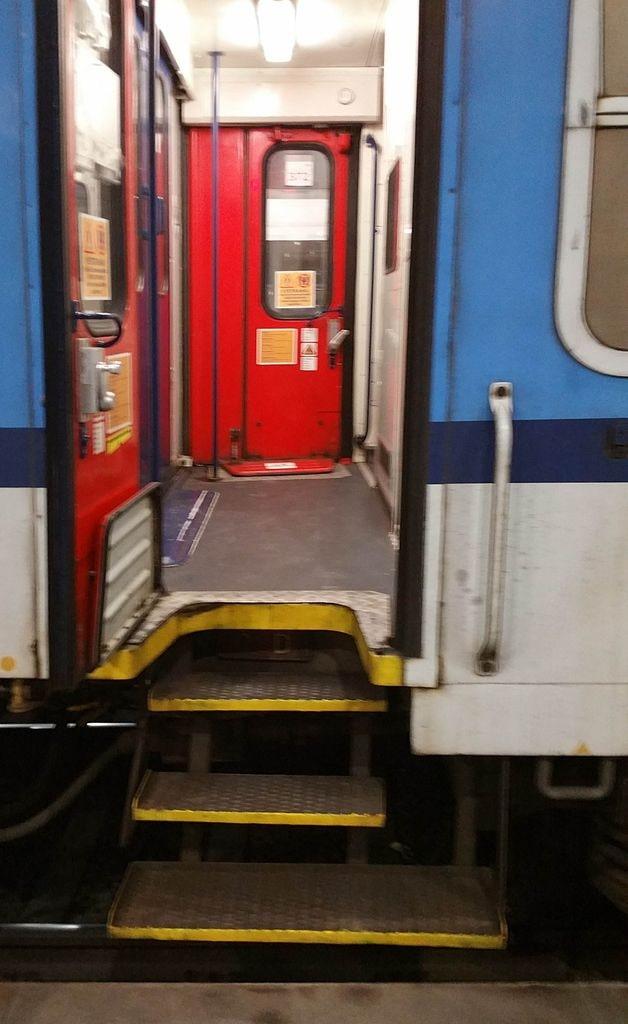 Vstupní dveře do vozu A149