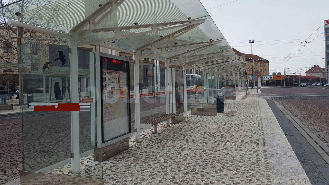 Hradec Králové, přestupní uzel před nádražím