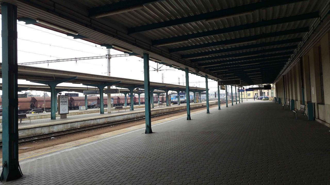 Hradec Králové hlavní nádraží, první nástupiště