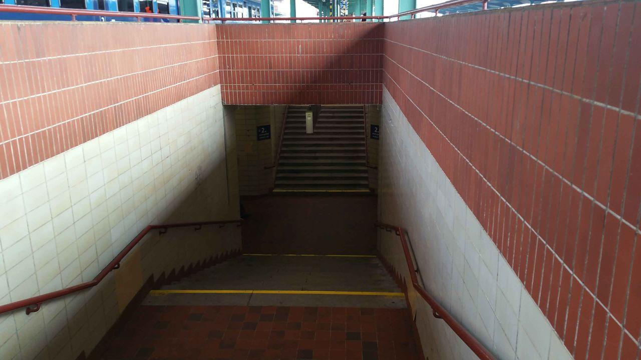 vstup do podchodu z 2.nástupiště, Pardubice