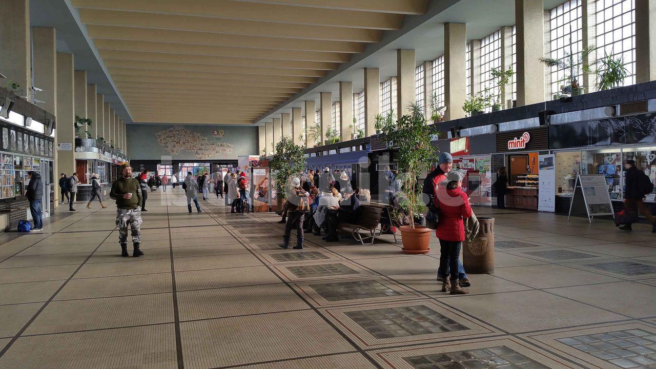 Vestibul Pardubického nádraží, pohled z druhého kone