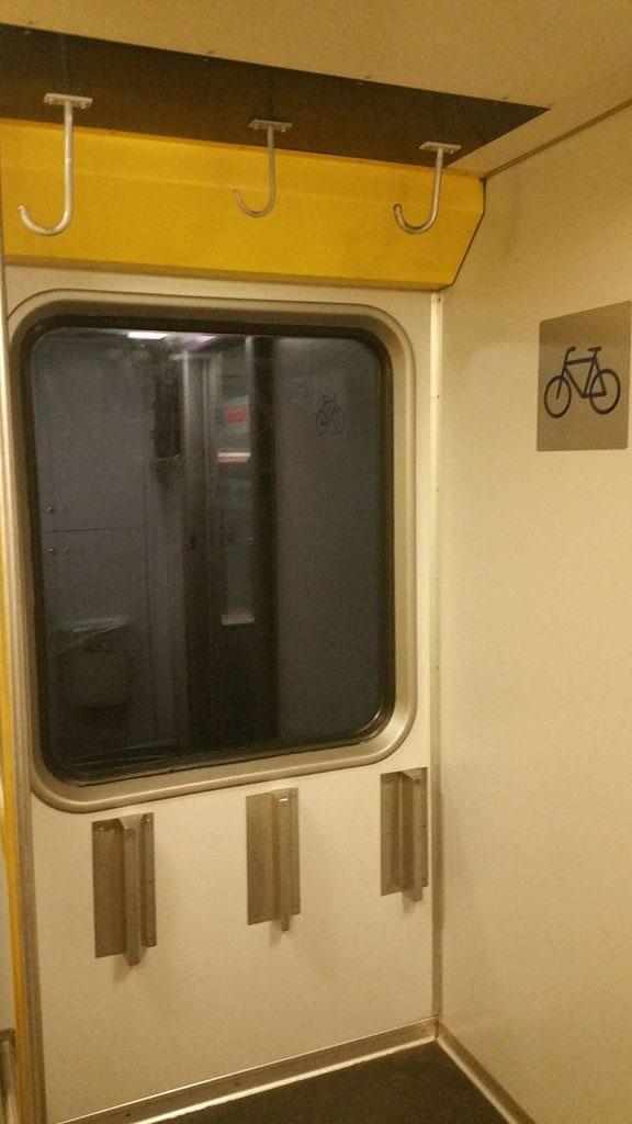 Místo pro kola a kočárky ve vlaku RegioJet