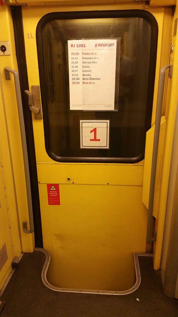 Vstupní dveře šířky 76 cm do vozu RegioJet