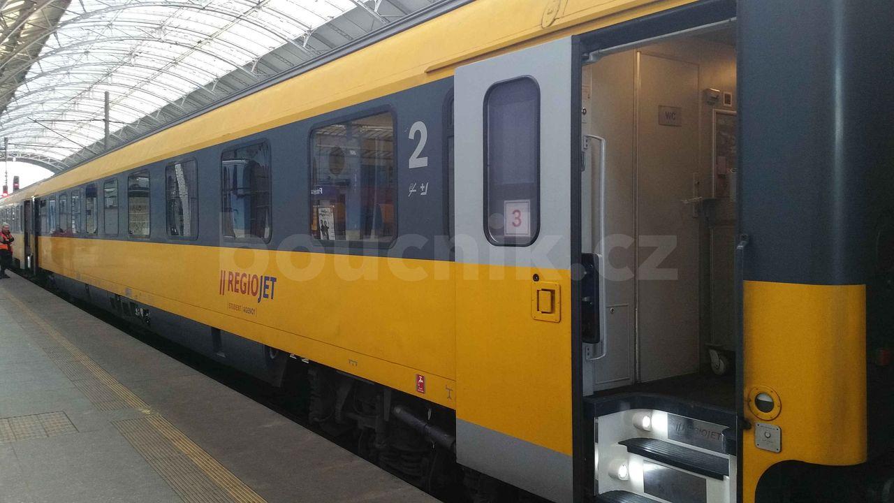RegioJet - vnější dveře šířky 76 cm