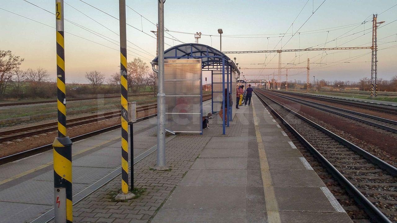 3.nástupiště na nádraží v zaječí