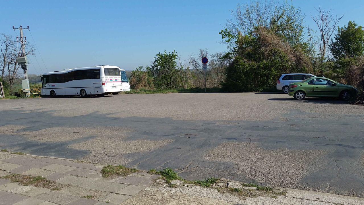 Nádraží Hrušovany nad Jevišovkou - Šanov, parkování