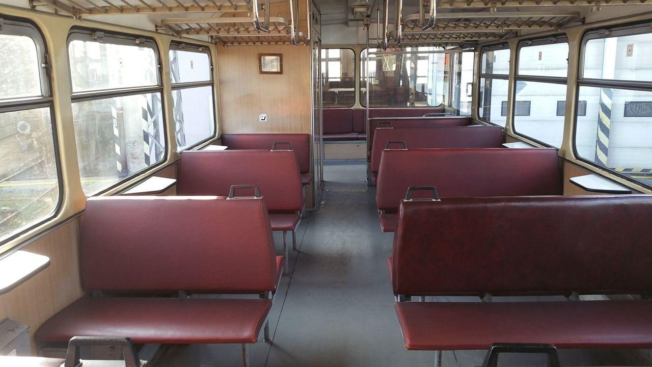 Sedadla ve voze Bdtax 782