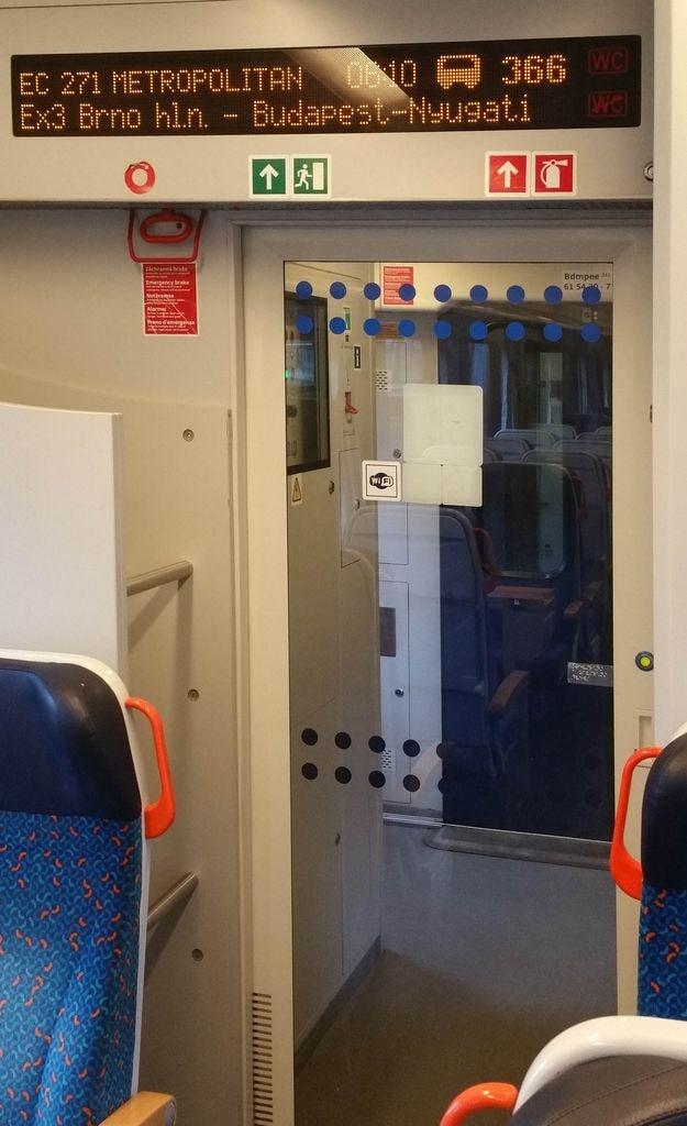 Dveře do oddílu pro sezení, vůz Bdmpee 233