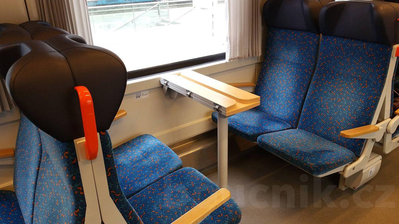 Sedadla ve voze Bdpee 231