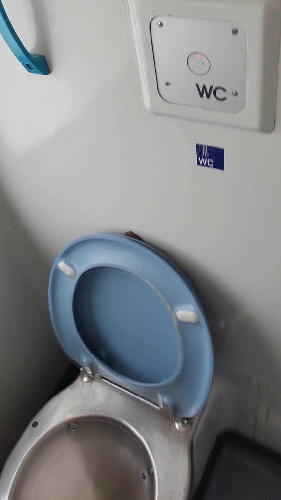 Záchod ve voze Bpmmbdz 284