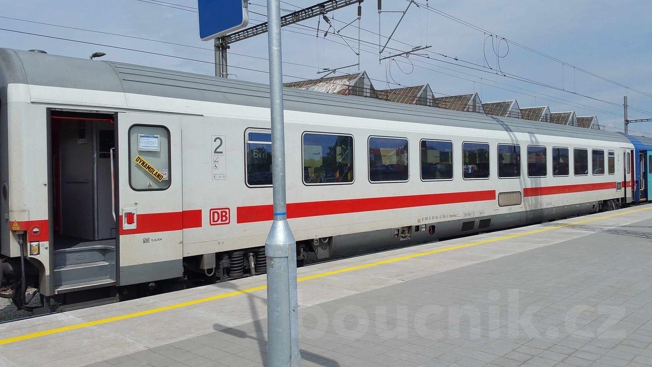 Vůz Bpmmbdz 284 na vlaku Hungaria jezdící mezi Berlínem - Brnem a Budapeští.   na vlaku Hungaria jezdící mezi Berlínem - Brnem a Budapeští.