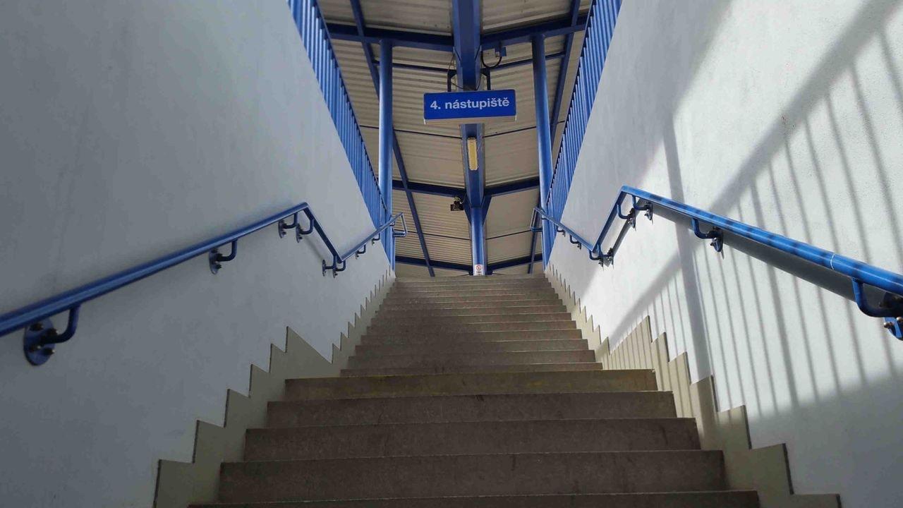 Schody na 4.nástupiště v Břeclavi