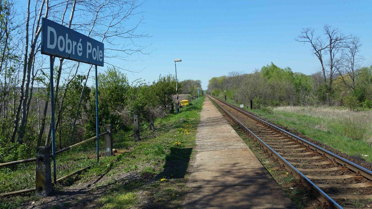 Nástupiště na nádraží Dobré Pole
