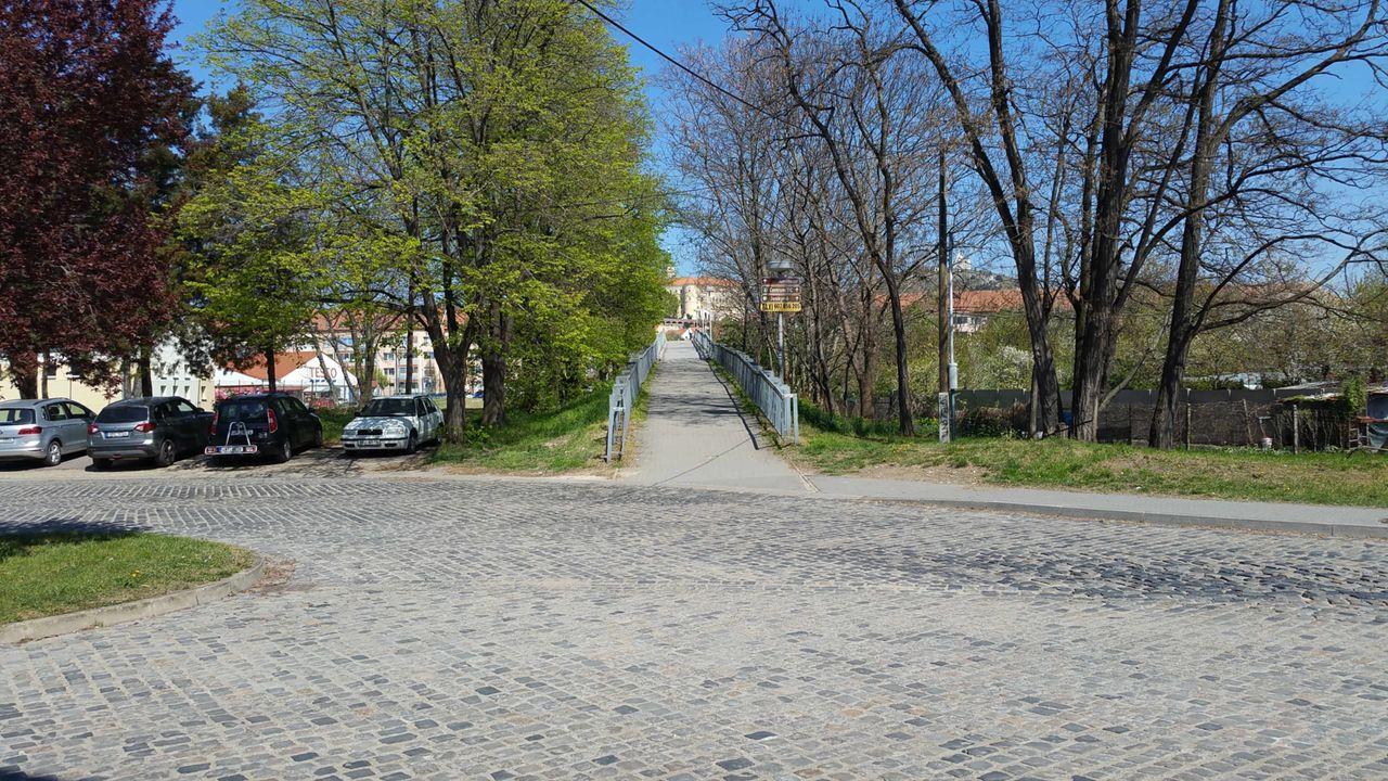 Cesta z nádraží do Mikulova