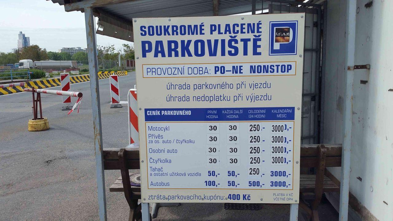Parkování na Dolním nádraží v Brně