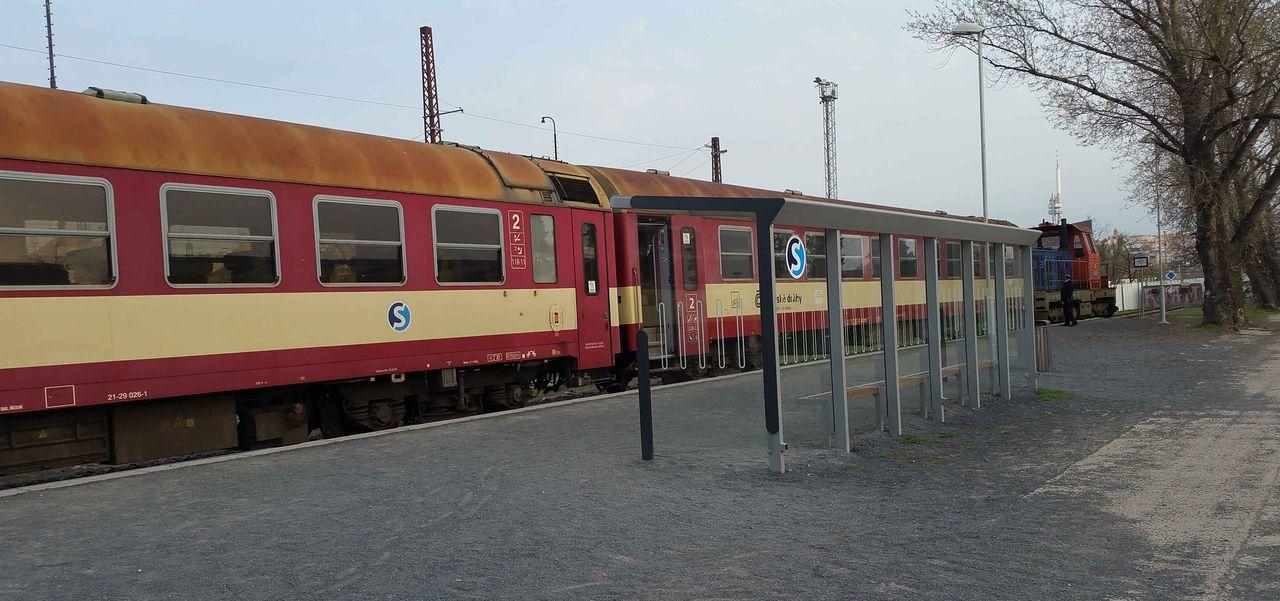 Druhý přístřešek na nádraží Praha-Bubny Vltavská