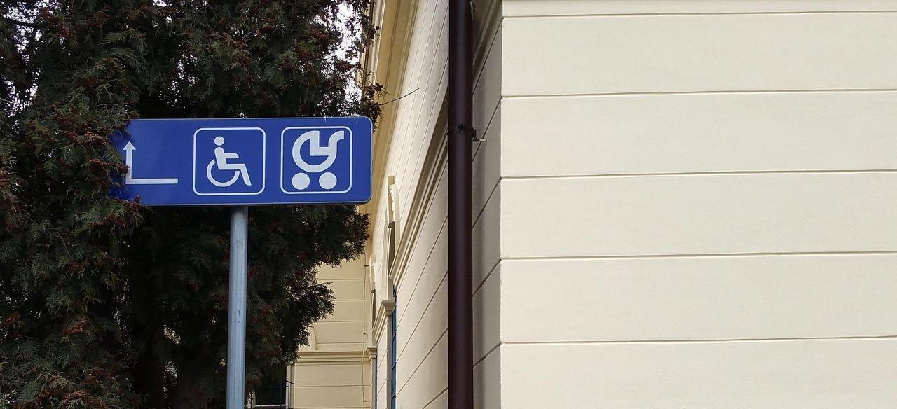 Bezbariérový přístupiště v Praze Vršovicích