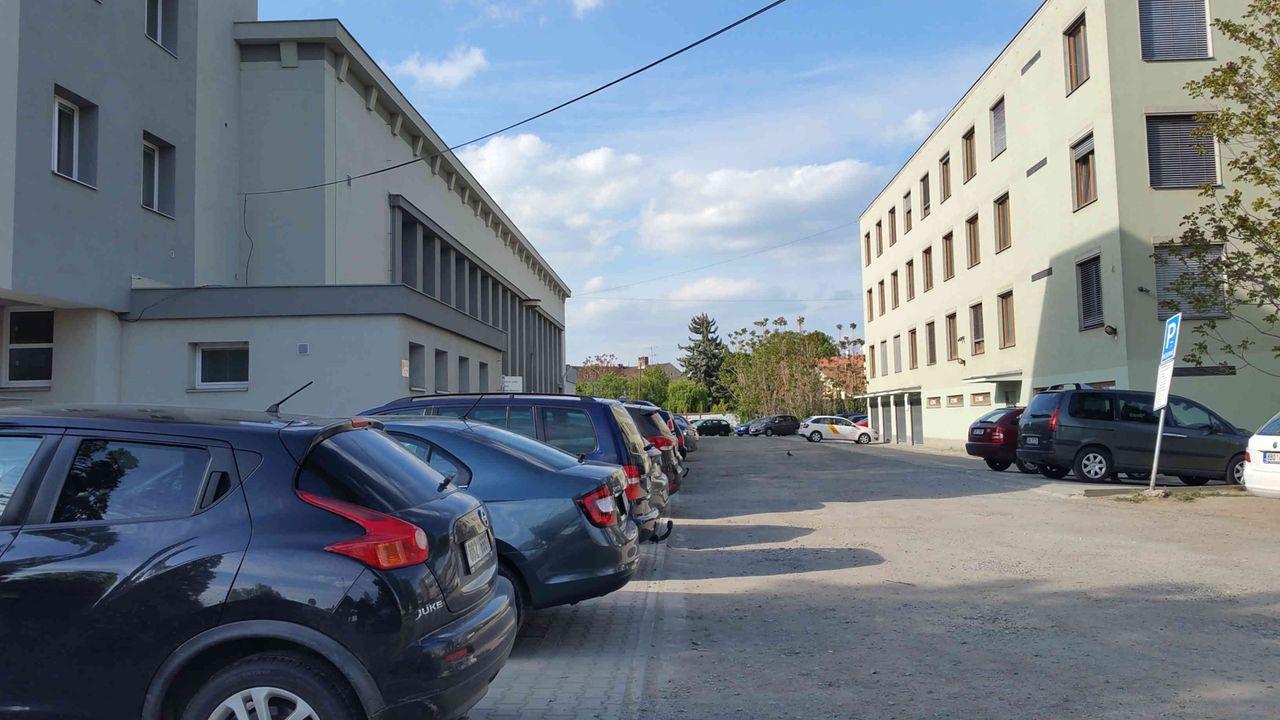 Parkování u nádraží v Židenicích