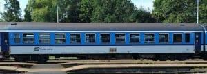 Vůz Bdtee 286 v novějším, modrém, provedení.
