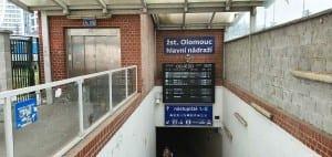 Stanoviště náhradní autobusové v Olomouci za nádražím.