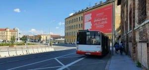 Zastávka autobusů a Dolním nádraží v Brně