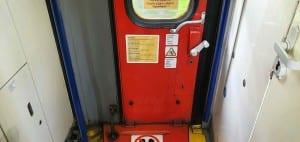 Jak otevřít dveře u vlaku
