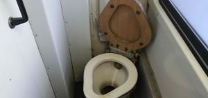 Záchod ve voze 809