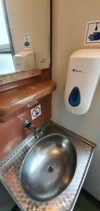 Záchod ve voze Bdmtee 275