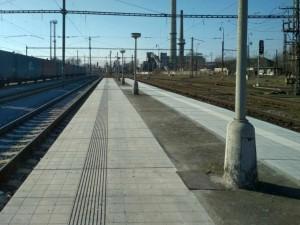 Nástupiště na nádraží Nymbur hl.n.