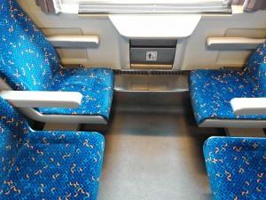 Sedadla ve voze Bee 238