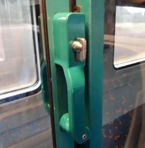 Dveře od kupéčka Bee 238