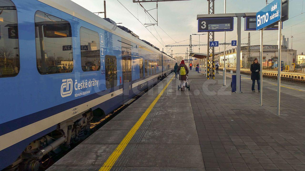 Vlak na 3.koleji brněnského dolního nádraží