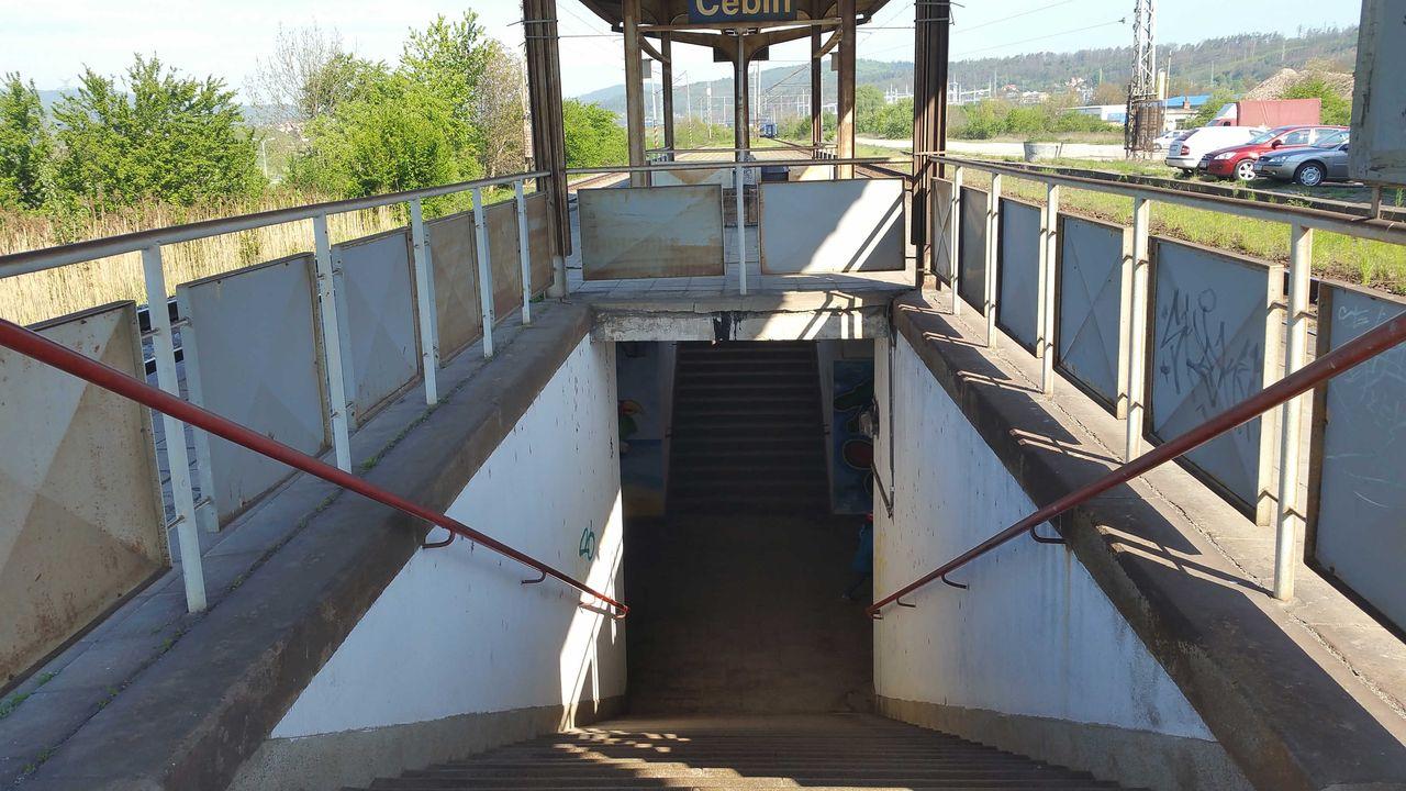 Výstup z podchodu na nástupiště, Čebín