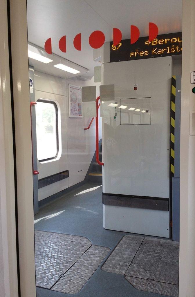 Nástupní prostor vozu 971