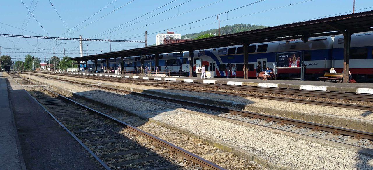 První nástupiště na nádraží Praha Radotín