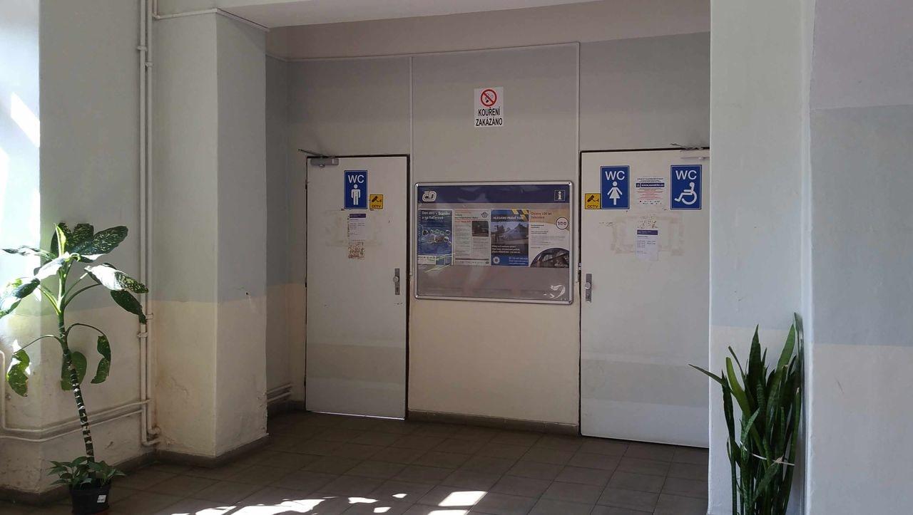 Záchody na nádraží Praha-Radotín