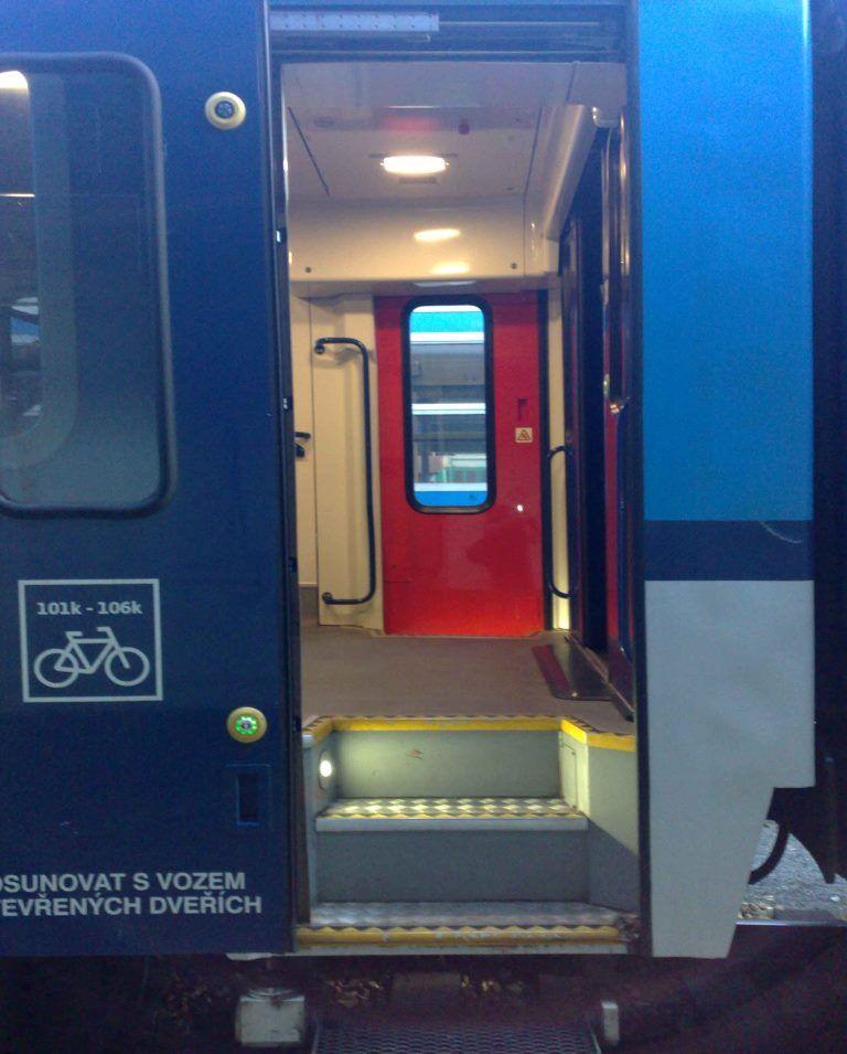 Dveře vozu Bbdgmee 236