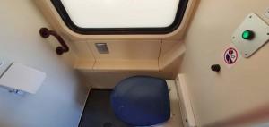 Záchod ve voze Ampz 143
